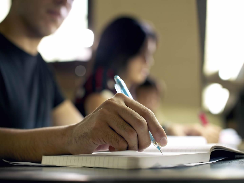 Imatge de la notícia: Tornen les aules d'estudi per preparar els exàmens finals i les proves de selectivitat